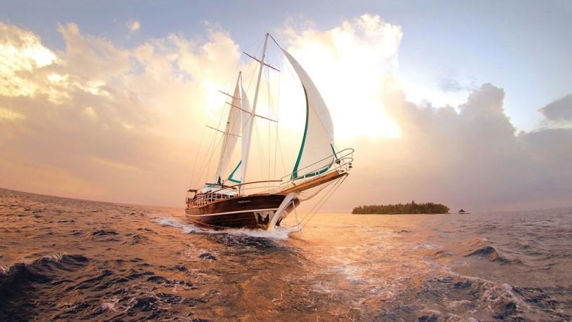 sailing-boat-sea-clouds-197485-815x459